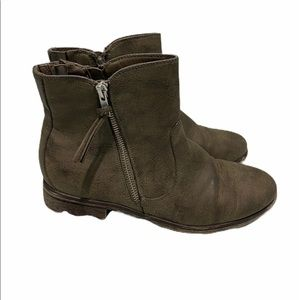 White Mountain Barlow Ankle Boot Stone color